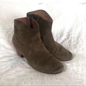 Isabel Marant Dicker Boots in Taupe